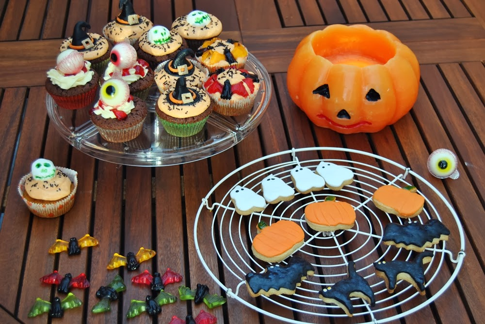 spooky cute halloween cookies cupcakes