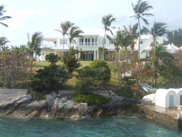 Yellow house in Bermuda