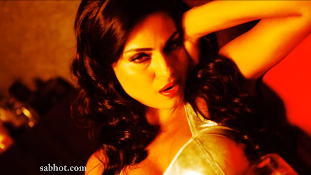 Veena Malik hot latest photoshoot in Bra for Zindagi 50 50