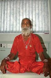 Prahlad-Jani: l'uomo che non mangia e non beve da 70 anni