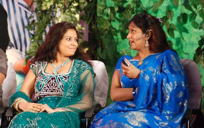 puvaneswari in saree actress pics