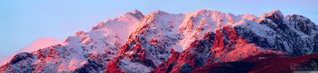 Paisaje de Gredos nevado rojo atardecer