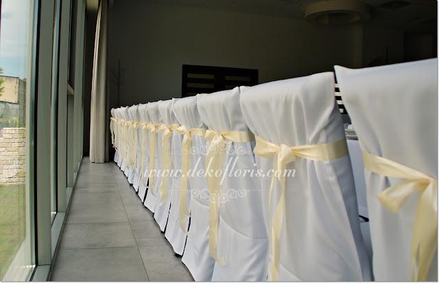 Białe pokrowce na krzesła w hotelu Vertigo Gogolin