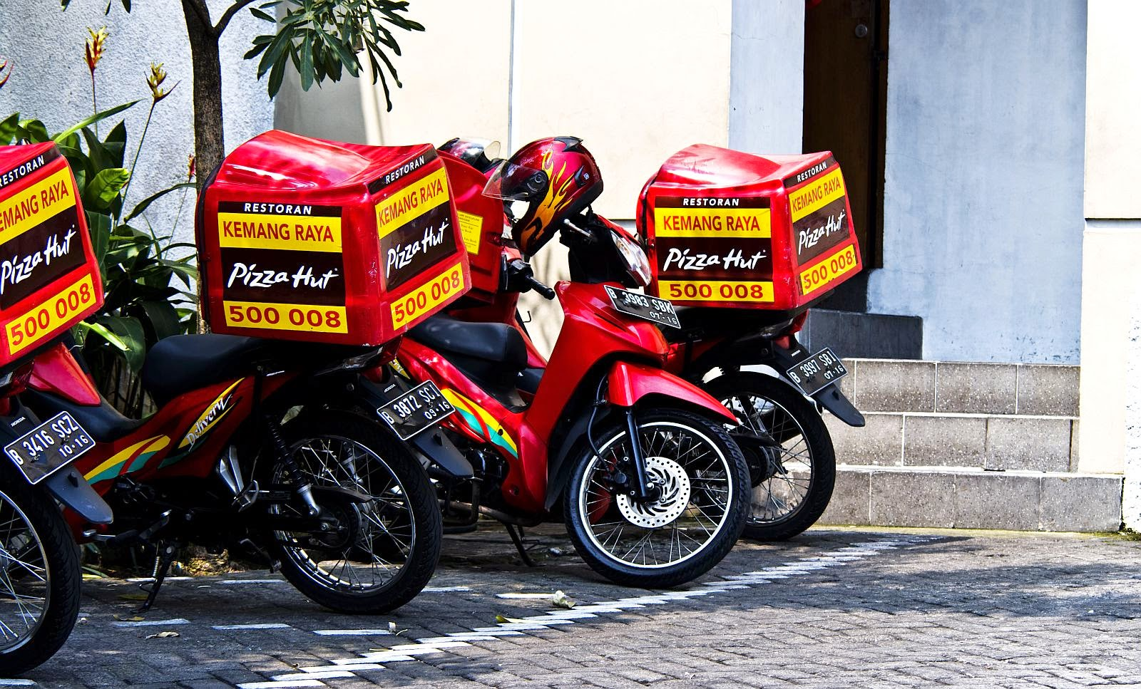 Pizza Hut Delivery Indonesia Phone Number 218 1875238 WENSNENSKRRPWBT