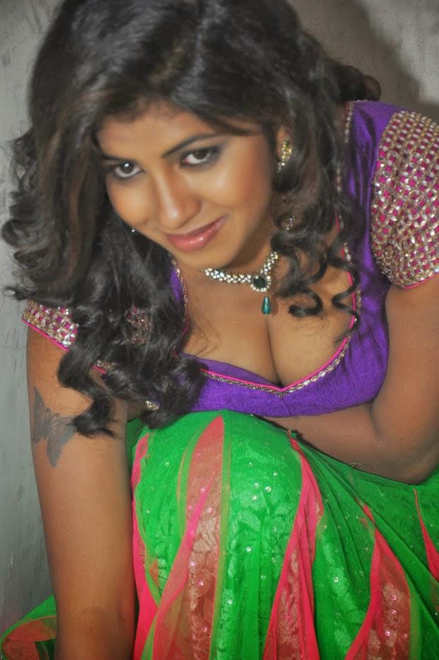 Actress Geethanjali latest spicy hot photos