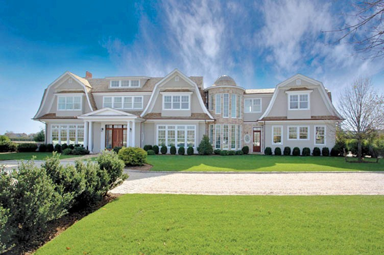 See this house a 14 million empty nest gambling on a for Hampton style homes