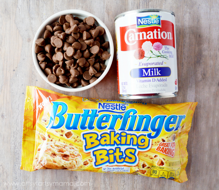 Easy Butterfinger Fudge Recipe at artsyfartsymama.com #NestleHoliday