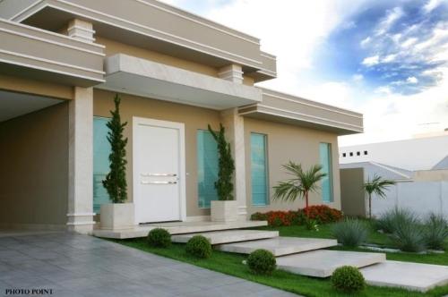 Construindo minha casa clean jardins externos fachadas for Casa minimalista 100m2