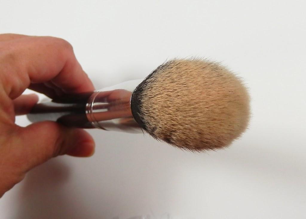 Coastal Scents Classic Angled Kabuki Stick Synthetic brush