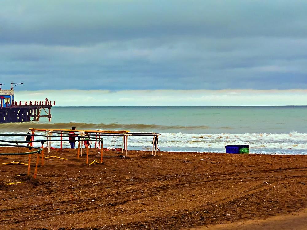 Playa, mar y nubes
