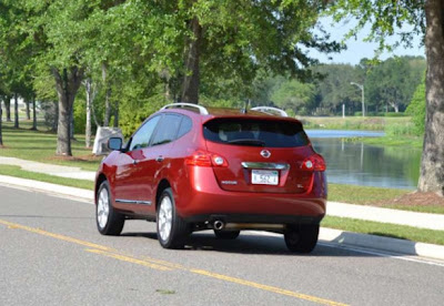 Car-Review-Nissan-Rogue-SL-2011-rear-angle