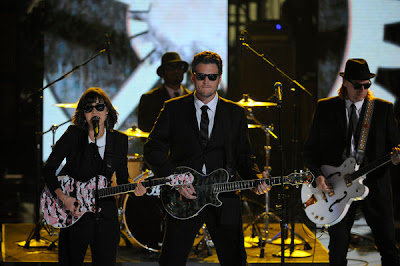 Dia Frampton and Blake Shelton channel The Blues Brothers