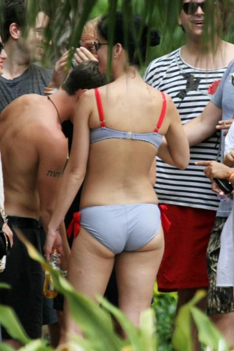 Katy Perry Pic S Katy Perry S Bikini Behind