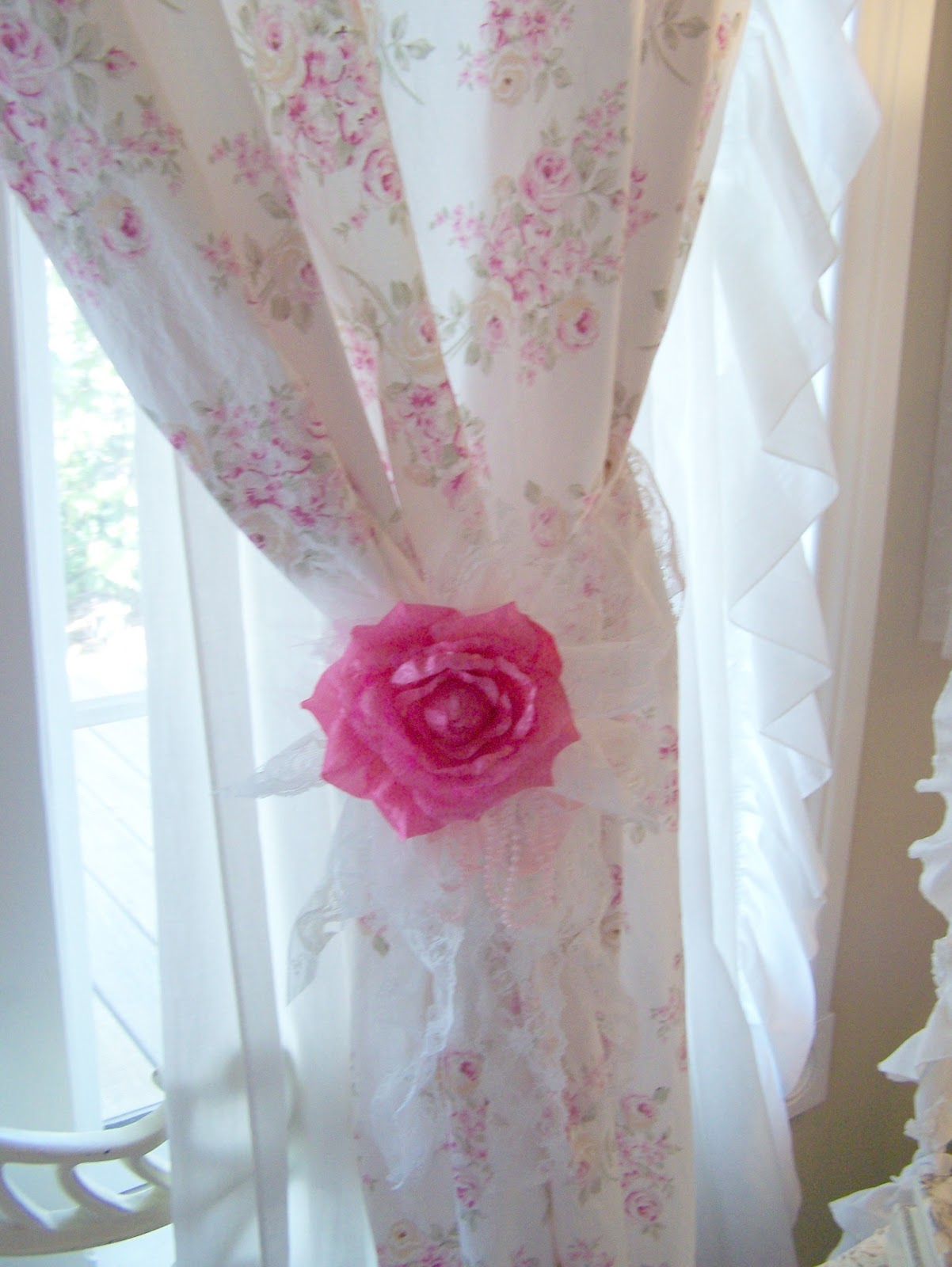 Olivias Romantic Home: Shabby Chic Rose Curtains