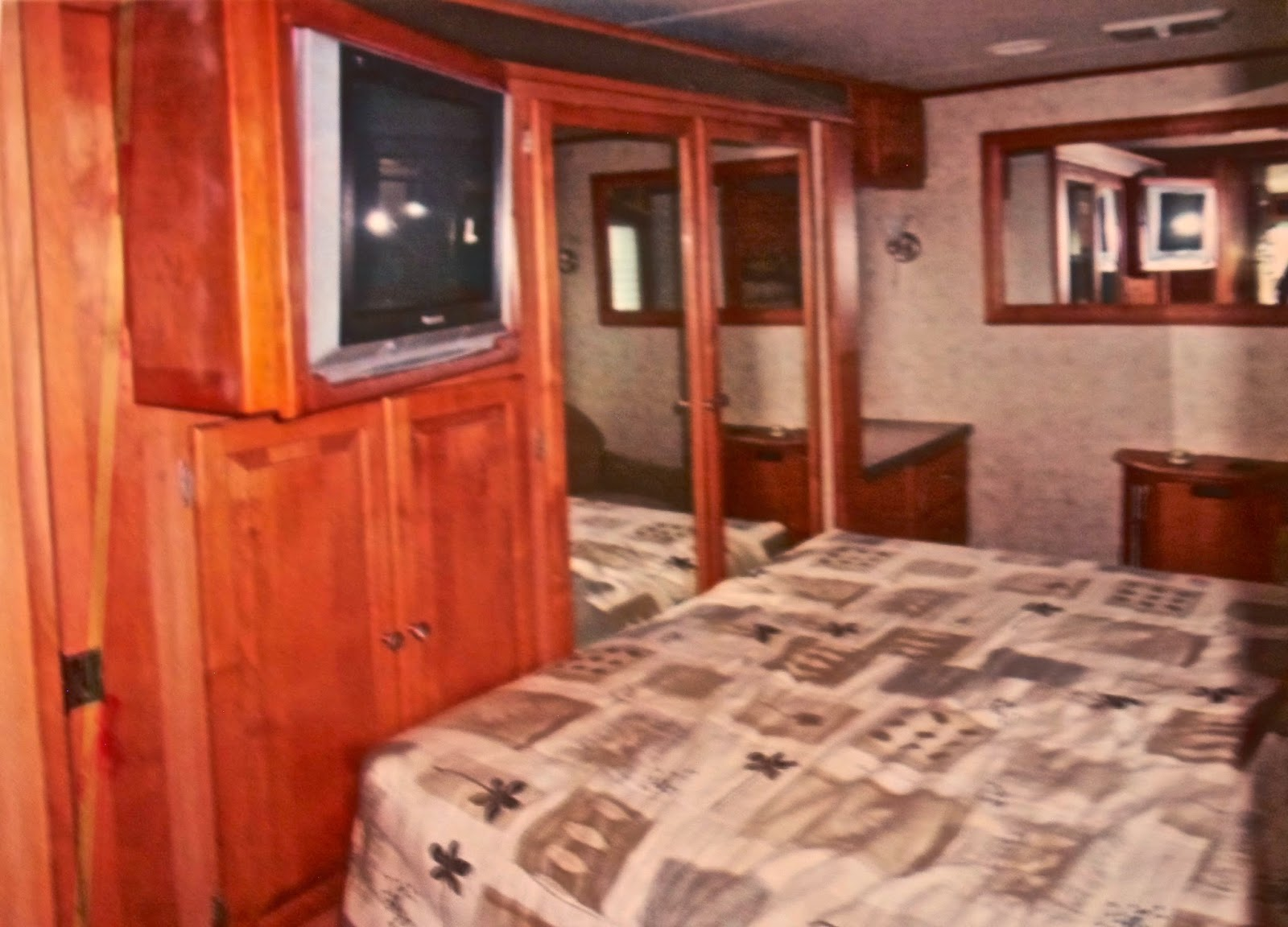 Champagne Wishes and RV Dreams: Gracelandthe last home