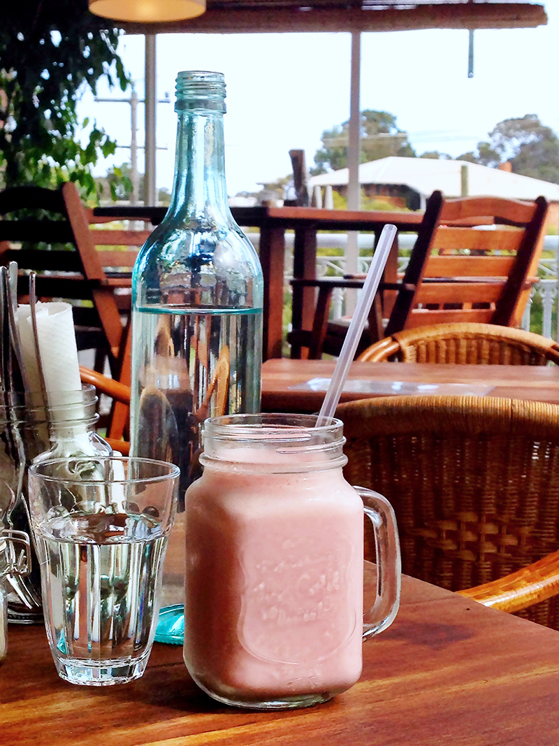 CrystalPhuong- Singapore Travel Blog- Breakfast and strawberry smoothie in Margaret River