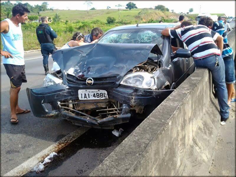 Acidente deixa três pessoas feridas na BR-101 no município de Laranjeiras