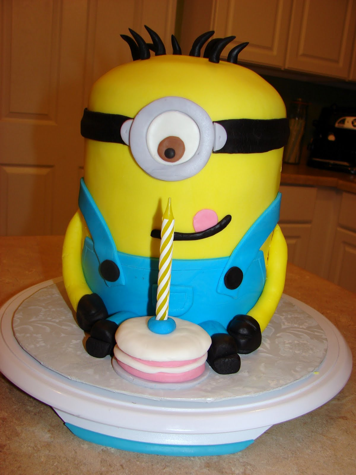 Images For Minions Birthday Cake : Ipsy Bipsy Bake Shop: Minion Cake!!