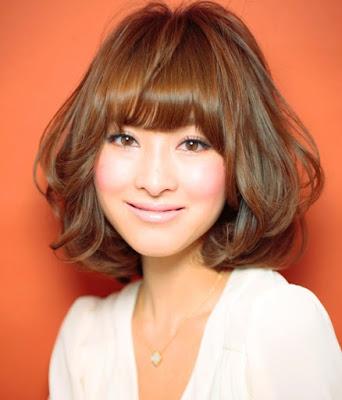 Model Rambut Sebahu Bergelombang Ala Wanita Korea