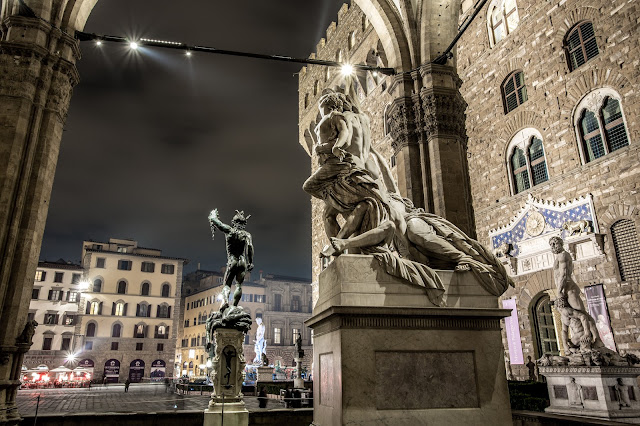 Perseo (de Cellini) detrás del Políxena (Pio Fedi) :: Canon EOS5D MkIII | ISO100 | Canon 17-40@26mm | f/11 | 20s (tripod)