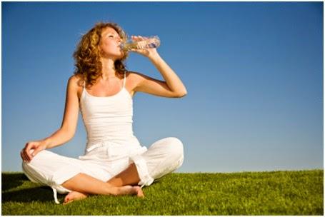 Manfaat Penting Minum Air Putih Bagi Tubuh Anda