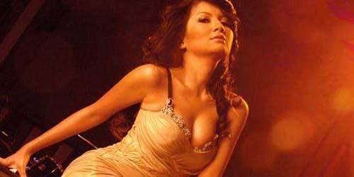 10 Artis Seksi Indonesia dengan Ukuran Bra Paling Hot