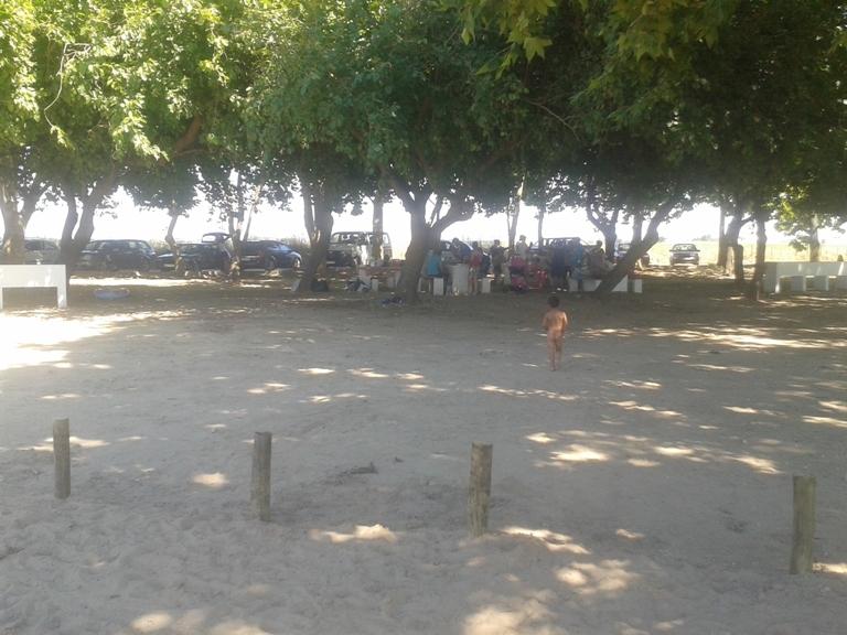 Pessoal no parque de merendas
