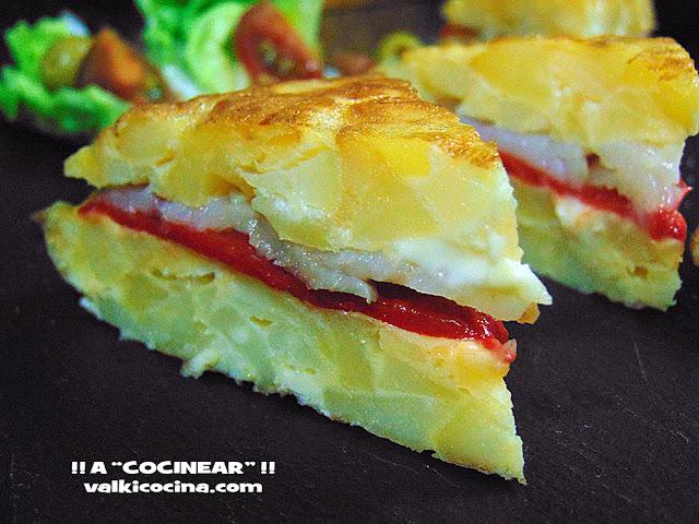tortilla de patatas rellena de pimientos del piquillo y bacalao ahumado