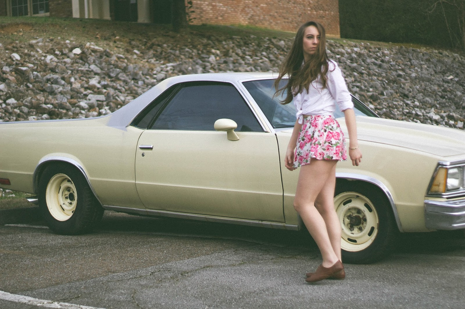 Vintage Inspired Outfit, lana del rey style, retro style, outfit, fashion blogger, feminine, femme fatale,forever 21 floral skort, gap white button up, el camino