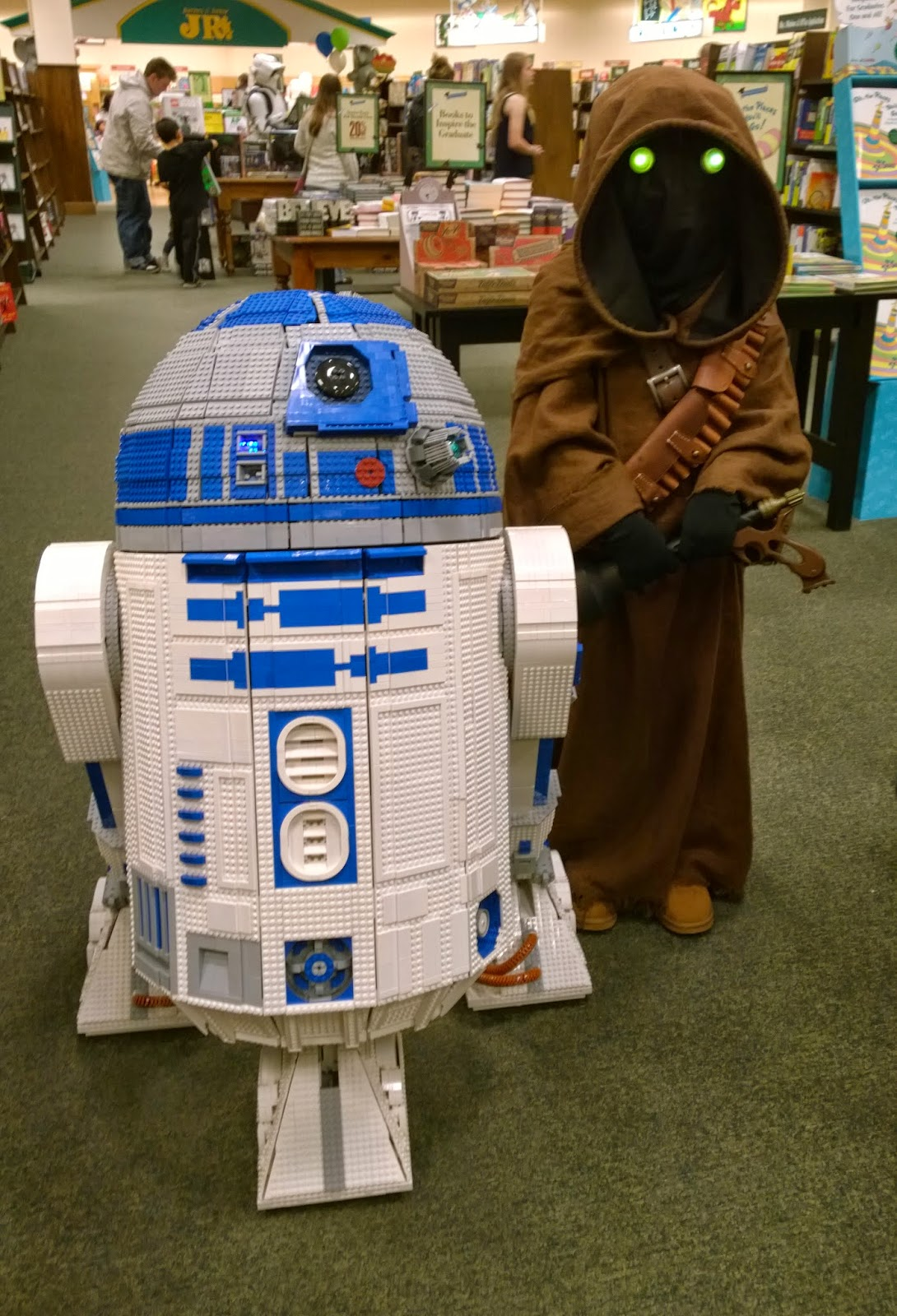 L3-G0 the Lego R2-D2 and a 501st Jawa
