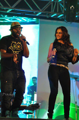 Benny Dayal and Andrea performing at Cognizant
