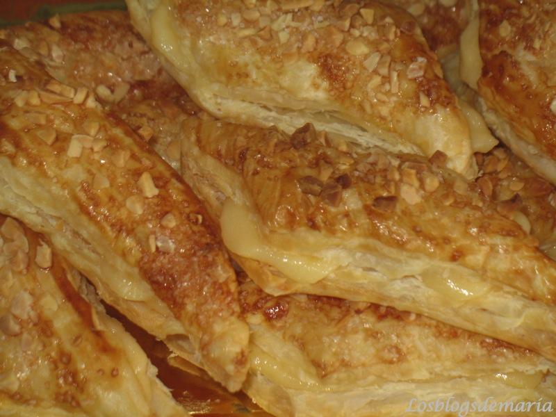 Hojaldritos almendrados de crema de yema