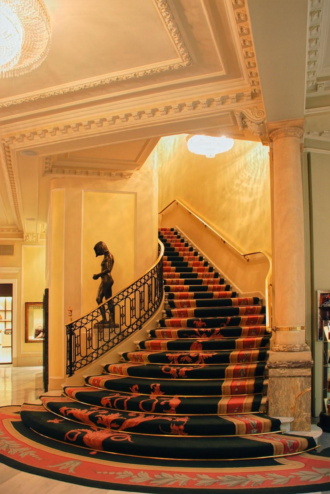Hotel Palace - Escalera interior.