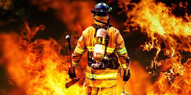 Seorang laki-laki ini di tolong adiknya yang berusia 6thn dari kobaran api