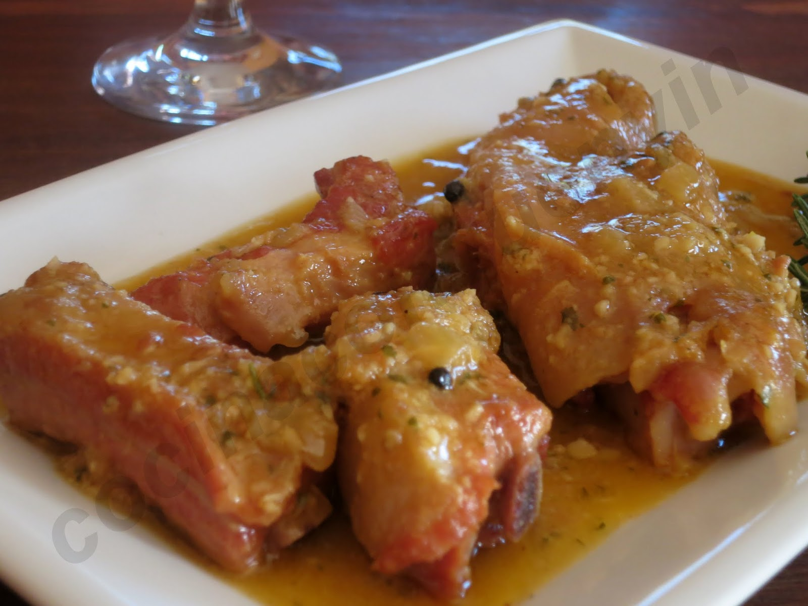 Cocina con quenyin caldero de manitas de cerdo y for Cocinar manitas de cerdo