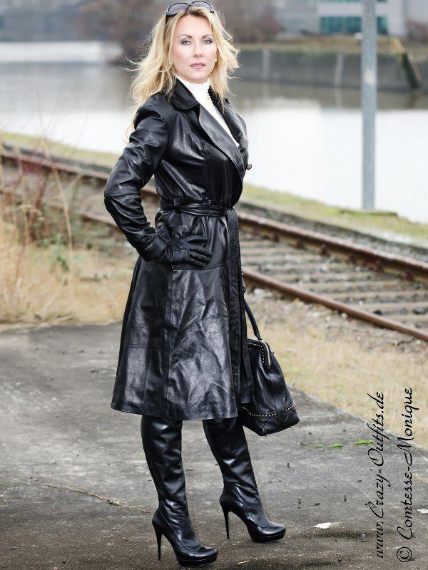 Comtesse monique black leather coat