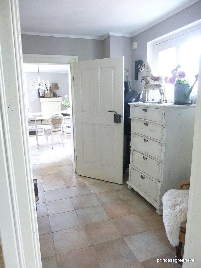 princessgreeneye wer braucht schon richtiges licht im flur. Black Bedroom Furniture Sets. Home Design Ideas
