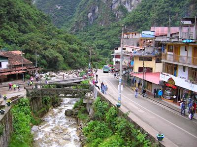 Parada bus a Machu Picchu, Perú, La vuelta al mundo de Asun y Ricardo, round the world, mundoporlibre.com