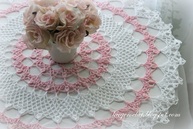 Free Crochet Patterns Vintage Doilies : Lacy Crochet: Honeysuckle Doily, Free Vintage Pattern