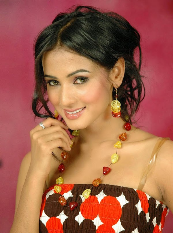 Sizzling Hot Photos Of Sonal Chauhan Oh Puhlease