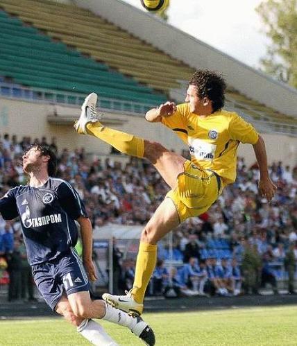 [Image: funny_soccer_2_footballpictures.net.jpg]