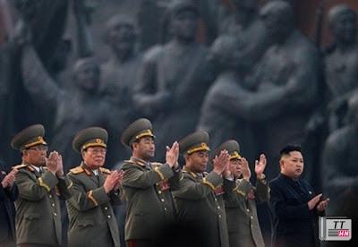 Nhà lãnh đạo trẻ Kim Jong-un và đội ngũ tướng lĩnh già lọc lõi.