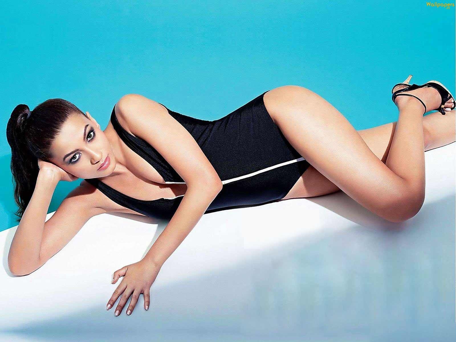 http://1.bp.blogspot.com/-EX-lMzy-bgs/Txw-f4a13TI/AAAAAAAAAg0/AC5VXYk_WfU/s1600/gauhar_khan_bikini-1600x1200.jpg
