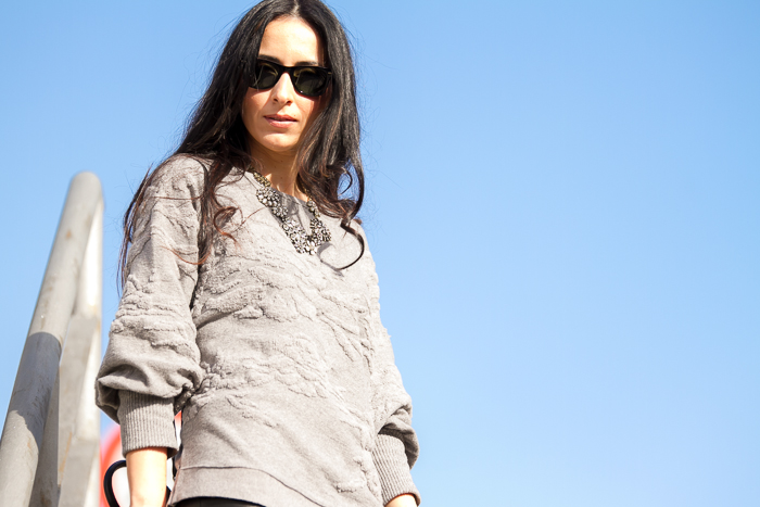 Sudadera gris lana relieve estampado Zara blog moda y tendencias withorwithoutshoes