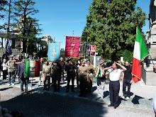 LA TOMBA  DEL LEGIONARIO AMERIGO DE LUPIS  FUCILATO A LOVERE IL 30 APRILE 1945