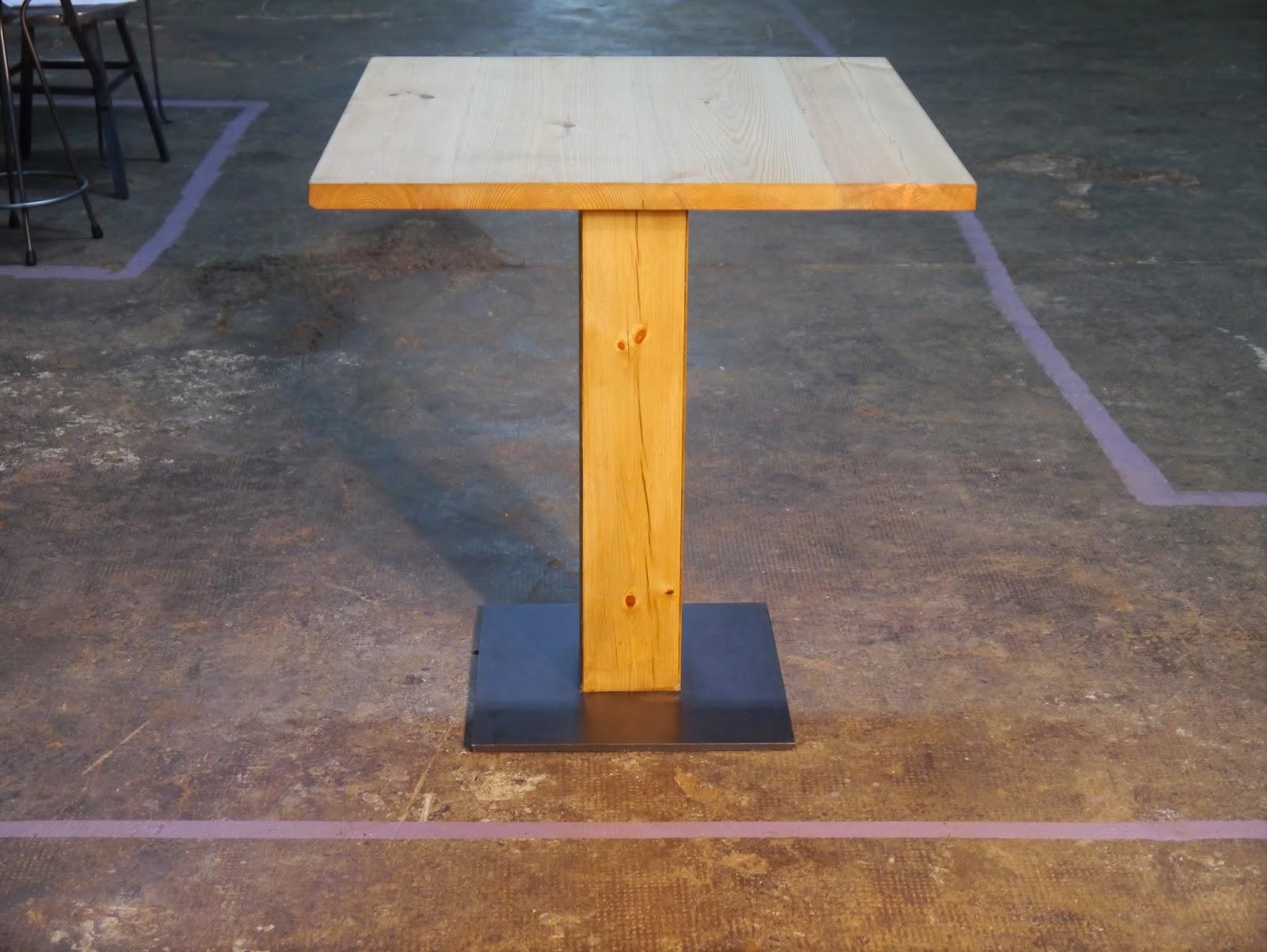 Mesas y sillas en metal de estilo industrial en hierro y - Muebles hosteleria barcelona ...