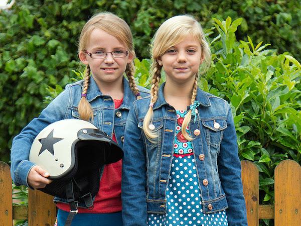Zwei Carlitos Roller-Girls on Tour