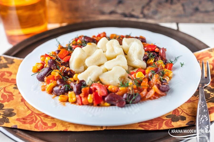 chili con carne, sos z fasoli, sos z papryki, danie z fasoli, sos z fasolą i papryką i kukurydzą, ostry sos, danie meksykańskie, kraina miodem płynąca