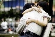 Teen girl nhét túi ni lông vào 'cô bé' để tránh thai