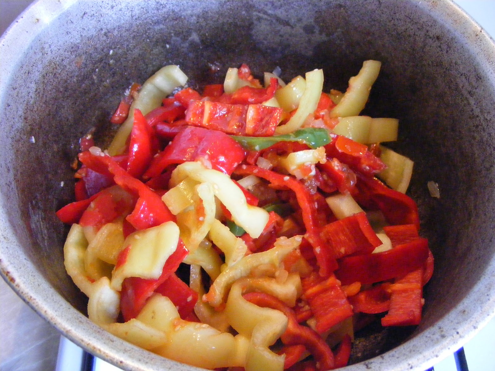 preparare piept de pui cu ardei si susan, preparare pui cu ardei si susan, cum se prepara pui cu susan, cum se prepara piept de pui cu ardei si susan, retete de mancare, retete rapide, retete simple, retete chinezesti, retete asiatice, retete straine,
